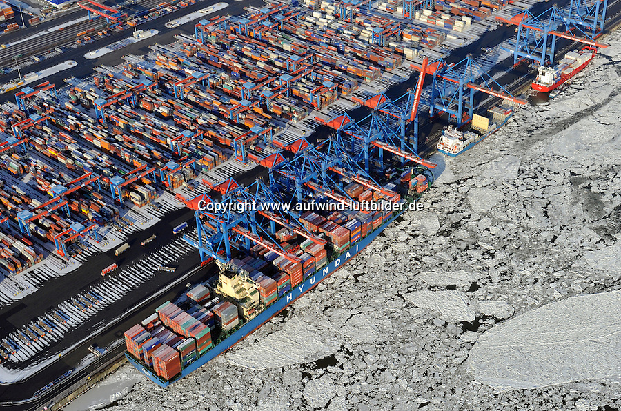 Container Terminal Altenwerder: EUROPA, DEUTSCHLAND, HAMBURG 04.02.2012 Container Terminal Altenwerder, Hamburgs modernster Container Umschlagplatz, teilautomatisch,