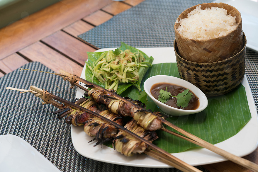 May 07, 2017 - Luang Prabang (Laos). Barbecued cured pork (Ping Som Moo) with sticky rice and tamarind ginger dipping sauce served at Tamarind Restaurant. © Thomas Cristofoletti / Ruom