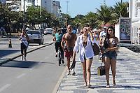 RIO DE JANEIRO, RJ, 10 AGOSTO 2012 - CLIMA TEMPO NA CAPITAL CARIOCA- Movimentacao na Praia de Ipanema nesta sexta feira 10 de agosto com muito sol, em ipanema, zona sul do rio.(FOTO:MARCELO FONSECA / BRAZIL PHOTO PRESS).