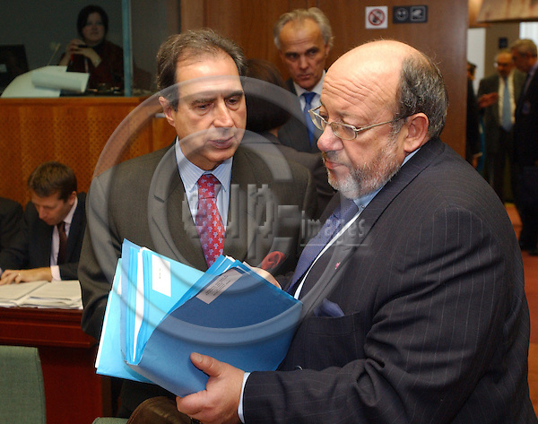 Brussels-Belgium - November 02, 2004---European Ministers of Foreign Affairs meet on General Affairs and External Relations, at the 'Justus Lipsius', seat of the Council of the European Union in Brussels; here, António (Antonio) MONTEIRO (le), Foreign Minister of Portugal, with Louis MICHEL (ri), Member of the European Commission in charge of Research---Photo: Horst Wagner/eup-images
