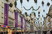 Einkaufsstraße Herrengasse im Weihnachtsschmuck, Graz, Steiermark, Österreich<br /> Christmas decoration at shopping street Herrengasse, Graz, Styria, Austria