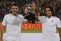 BARRANQUILLA - COLOMBIA, 20-07-2014. Radamel Falcao García (Der) junto con un compañero del AS Monaco levantan el trofeo después de ganar el partido con Atletico Junior por la Copa Euroamericana 2014 disputado en el estadio Metropolitano Roberto Melendez de la ciudad de Barranquilla./ Radamel Falcao Garcia with a team mate players of AS Monaco lifts the trophy after defeating Atletico Junior in match for the Euroamerican Cup 2014 played at Roberto Melendez Metropolitano stadium in Barranquilla City. Photo: Alfonso Cervantes / Str