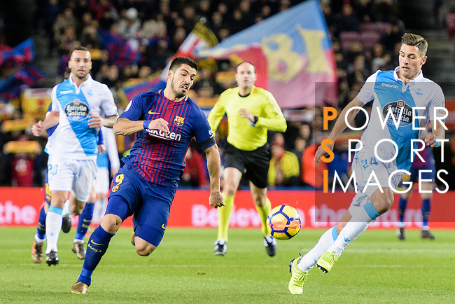 Luis Suarez of FC Barcelona (L) in action against with Fabian Lukas Schar of RC Deportivo La Coruna (R) during the La Liga 2017-18 match between FC Barcelona and Deportivo La Coruna at Camp Nou Stadium on 17 December 2017 in Barcelona, Spain. Photo by Vicens Gimenez / Power Sport Images