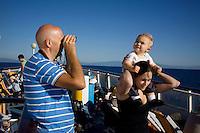 Italia: viaggiatori sul traghetto della Corsica Ferries