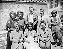 Iraq 1930?.Standing left, Sheikh Kader Barzinji , second from left, Sheikh Mohamed and third Majid Mustafa.seating in the middle, Hafsa Khan with European visitors  .Irak 1930? .Sheikh Kader Barzinji debout a gauche recoit avec sa femme Hafsa Khan des visiteurs etrangers