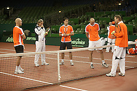 7-2-06, Netherlands, Amsterdam, Daviscup, first round, Netherlands-Russia, training Coach Tjerk Bogtstra (r) and John van Lottum eveluate