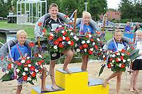 FIERLJEPPEN: IJLST: 06-08-2016, FK Fierleppen Jeugd, v.l.n.r. Kampioenen: Timo van der Knaap (IJlst) jongens tot 10 jaar met 9.26m, Wisse Broekstra (Winsum) Jongens 11 en 12 jaar met 11.02m, Lisse van der Knaap (IJlst) meisjes 10 en 12 jaar met 7.61m, Maureen Westerhof (Sneek) meisjes tot 10 jaar met 7.61m, ©foto Martin de Jong