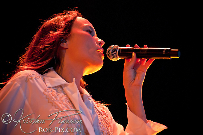 Kate Earl performs at Comcast Center, Mansfield, Massachusetts August 18, 2013