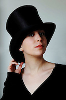 Ragazza con cilindro.Girl with top hat..