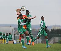 U17 : Belgian Red Flames - Nigeria <br /> <br /> Celien Guns (M) temidden in een kopduel tussen Esther Elijah (R) en Tessy Biahwo (L)<br /> <br /> foto Dirk Vuylsteke / Nikonpro.be