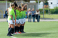 20180915 - Brugge , BELGIUM : Aalst's players pictured during a moment of silence prior to  the third game in the first division season 2018-2019 between the women teams of Club Brugge Dames and Eendracht Aalst , Saturday 15 September 2018 . PHOTO DAVID CATRY | SPORTPIX.BE