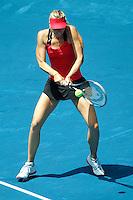 MADRI, ESPANHA, 11 DE MAIO DE 2012 - MUTUA MADRID OPEN - A tenista russa Maria Sharapova (vermelho), enfrenta a norte-americana Serena Williams  (azul) durante o Aberto de Madri de Tenis na Espanha, nesta sexta-feira, 11. (FOTO: CESAR CEBOLA / ALFAQUI / BRAZIL PHOTO PRESS).