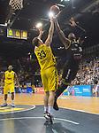 13.04.2019, EWE Arena, Oldenburg, GER, easy Credit-BBL, EWE Baskets Oldenburg vs medi Bayreuth, im Bild<br /> Philipp SCHWETHELM (EWE Baskets Olldenburg #33 )<br /> De`Mon BROOKS (medi Bayreuth #24 )<br /> Foto &copy; nordphoto / Rojahn