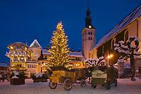 Europe/France/Rhone-Alpes/74/Haute-Savoie/Megève: les traineaux à cheval sur la place de l'église à la tombée de la nuit