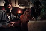 Luis, un trentenaire égyptien, assure venir tous les soir voir les danseuses du ventre dans la quartier populaire du Caire, Guizeh, réputés pour ses nombreux cabarets.