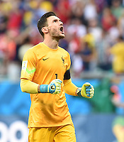 FUSSBALL WM 2014  VORRUNDE    GRUPPE E     Schweiz - Frankreich                   20.06.2014 Torwart Hugo Lloris (Frankreich) jubelt