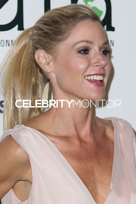 BURBANK, CA - OCTOBER 19: Actress Julie Bowen arrives at the 23rd Annual Environmental Media Awards held at Warner Bros. Studios on October 19, 2013 in Burbank, California. (Photo by Xavier Collin/Celebrity Monitor)