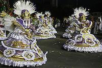 SÃO PAULO, SP, 15.02.2015  CARNAVAL 2015  SÃO PAULO  GRUPO ESPECIAL / X9 PAULISTANA  Integrantes da escola de samba X9 Paulistana durante concentração do grupo especial do Carnaval de São Paulo, na manhã deste domingo, (15). (Foto: Marcos Moraes/ Brazil Photo Press).