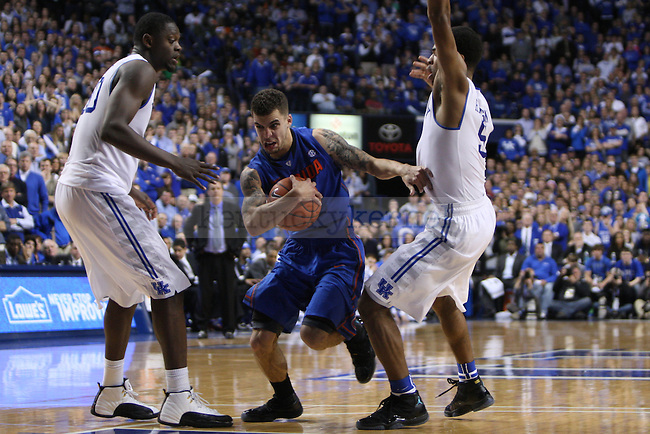 Florida guard Scottie Wilbekin splits Julius Randle and Andrew Harrison to attack the basket during the second half of the UK vs. Florida men's basketball game at Rupp Arena in Lexington, Ky., on Saturday, February, 15, 2014. Photo by Jonathan Krueger | Staff