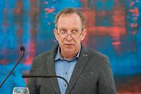 Verabschiedung des Stasibeauftragten des Landes Berlin.<br /> Am Freitag den 24. November 2017 wurde Martin Gutzeit als langjaehriger Stasibeauftragter des Landes vom Parlamentspraesident Ralf Wieland und dem Regierenden Buergermeister Michael Mueller verabschiedet.<br /> Nach 25 Jahren wird Gutzeit von Wolfram Tom Sello (Im Bild) abgeloest.<br /> 24.11.2017, Berlin<br /> Copyright: Christian-Ditsch.de<br /> [Inhaltsveraendernde Manipulation des Fotos nur nach ausdruecklicher Genehmigung des Fotografen. Vereinbarungen ueber Abtretung von Persoenlichkeitsrechten/Model Release der abgebildeten Person/Personen liegen nicht vor. NO MODEL RELEASE! Nur fuer Redaktionelle Zwecke. Don't publish without copyright Christian-Ditsch.de, Veroeffentlichung nur mit Fotografennennung, sowie gegen Honorar, MwSt. und Beleg. Konto: I N G - D i B a, IBAN DE58500105175400192269, BIC INGDDEFFXXX, Kontakt: post@christian-ditsch.de<br /> Bei der Bearbeitung der Dateiinformationen darf die Urheberkennzeichnung in den EXIF- und  IPTC-Daten nicht entfernt werden, diese sind in digitalen Medien nach §95c UrhG rechtlich geschuetzt. Der Urhebervermerk wird gemaess §13 UrhG verlangt.]