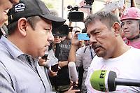M&eacute;xico DF 26/Mayo/2015.<br /> A Ocho mese de la desaparici&oacute;n forzada de los 43 Estudiantes Normalistas de la Escuela Normal Rural de Ayotzinapa Guerrero &quot;Ra&uacute;l Isidro Burgos&quot;.<br /> Se regristra un enfrentamiento entre manifestantes y pol&iacute;cias del distrito federal en Av. Ju&aacute;rez frente al Hemiciclo, despues de que estos retiraran propoganda electoral durante el recorrido de la marcha y pusieran como basura electoral al centro de la avenida para prenderle fuego.