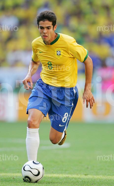 Fussball WM 2006        Brasilien - Australien KAKA (BRA) am Ball.
