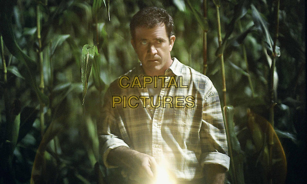MEL GIBSON.in Signs (2002).*Filmstill - Editorial Use Only*.CAP/AWFF.supplied by Capital Pictures