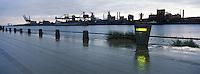 Europe/France/Nord-Pas-de-Calais/59/Nord/Dunkerque: Le port vu depuis la digue du Braek