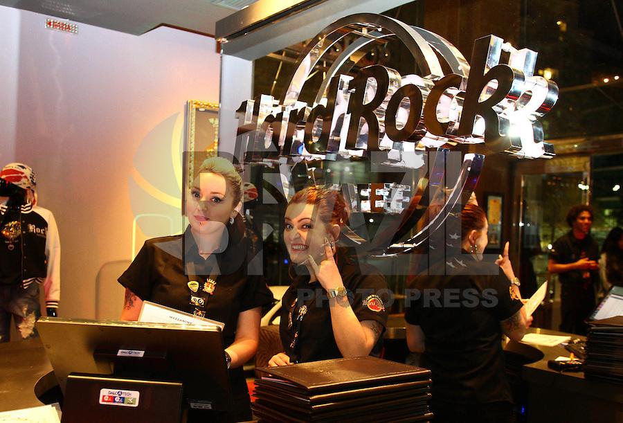 CURITIBA, PR, 28.05.2015 - ROCK-CAFÉ - Inauguração do primeiro Hard Rock Café em Curitiba, bairro Batel, na noite desta quinta-feira,28.(Foto: Paulo Lisboa / Brazil Photo Press)
