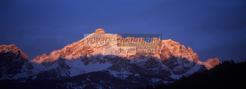 Europe/Italie/Trentin Haut-Adige/Dolomites/Alta Badia/Env de San Cassiano: Lumière du soir sur le Massif des Dolomites