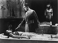 The Mummy (1932) <br /> Boris Karloff &amp; Zita Johann<br /> *Filmstill - Editorial Use Only*<br /> CAP/KFS<br /> Image supplied by Capital Pictures