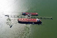4415/Oelhafen: EUROPA, DEUTSCHLAND, NIEDERSACHSEN, WILHELMSHAVEN 09.09.2004:Oelhafen, Jade, Beladung, Entladung,  Luftbild, Luftansicht