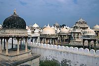 Indien, Udaipur, Chattris (Totengedenkstätten)