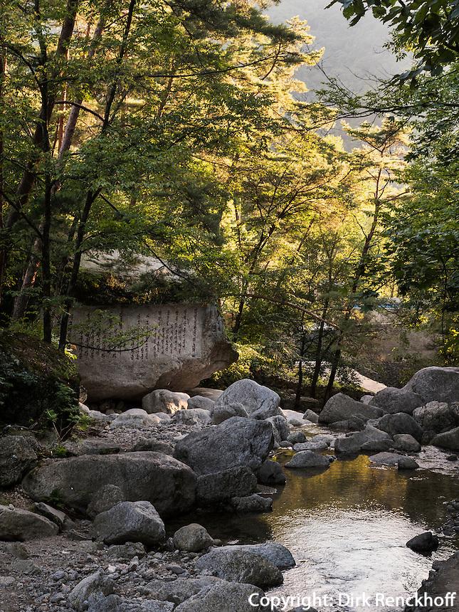 im Songwon-Tal in den Myohyang-Bergen, Nordkorea, Asien<br />  in Songwon-Valley, Myoohyang-Mountains, North Korea, Asia