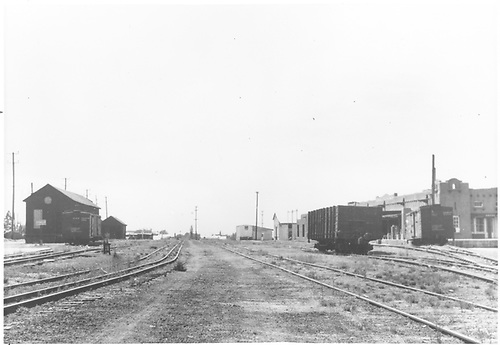 Joint D&amp;RGW - AT&amp;SF yards looking south from depot area.<br /> D&amp;RGW - AT&amp;SF  Santa Fe, NM  Taken by Barriger, John W. III - ca 1938
