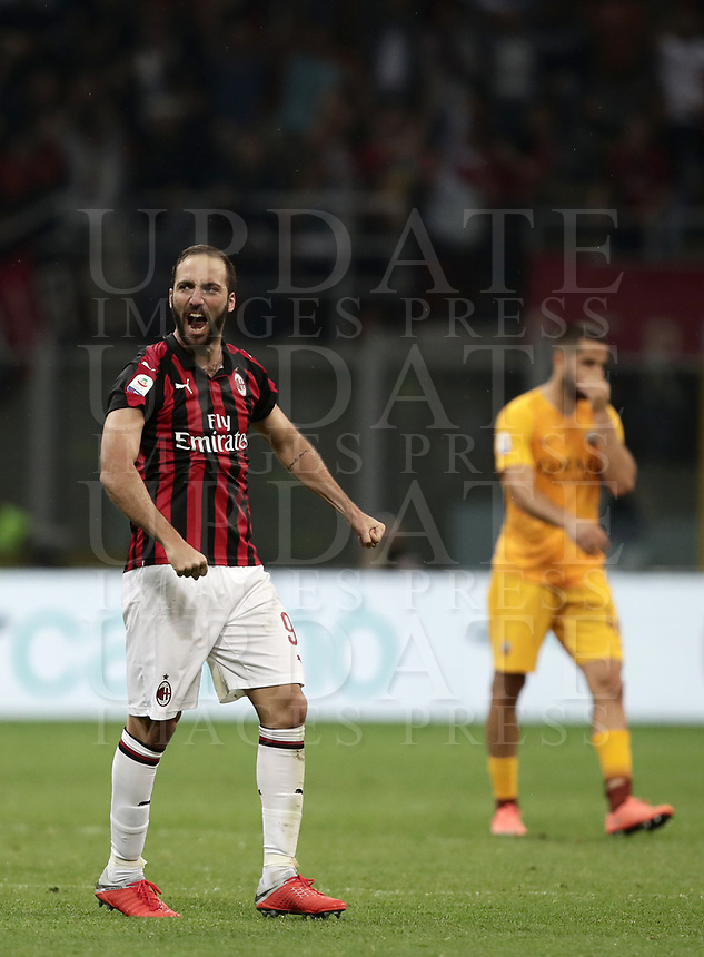 Calcio, Serie A: AC Milan - AS Roma, Milano stadio Giuseppe Meazza (San Siro) 31 agosto 2018. <br /> AC Milan's Gonzalo Higuain celebrates after winning 2-1 the Italian Serie A football match between Milan and Roma at Giuseppe Meazza stadium, August 31, 2018. <br /> UPDATE IMAGES PRESS/Isabella Bonotto