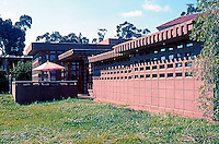 "F.L. Wright: Usonian Display House. (See ""Sussman House Project"", p. 115 in ""Realm of Ideas"" Catalog. Photo 2005."