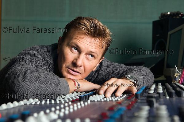 Garlasco, 5 Ottobre 2005.Ron in studio di registrazione. Ron at the