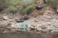 Palermo, la foce dell'Oreto, fiume che attraversava la citt?, ormai piena di liquami e spazzatura.<br /> Palermo, the mouth of the river Oreto, that runs through the city, full of sewage and garbage.