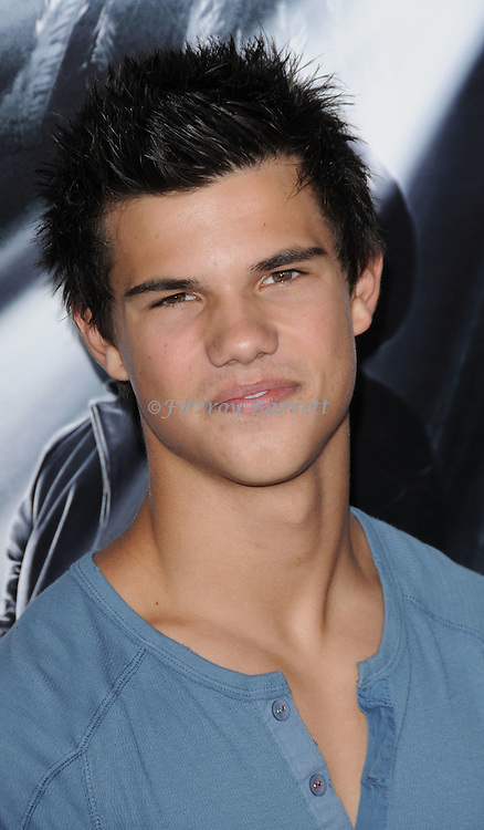 Taylor Lautner arriving at the premiere for Max Payne, held at Mann's  Grauman Chinese Hollywood, Ca. October 13, 2008