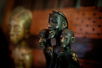 Los Angeles, California, November 14, 2009 - An African sculpture in the home of Ernie and Diane Wolfe, owners of the Ernie Wolfe Gallery and the most reknowned African at dealers in the country. ..CREDIT: Daryl Peveto/LUCEO for The Wall Street Journal.Homefront - Ernie Wolfe #1348.