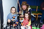Andrew Scattergood of the Innabubble Theatre Co multi-sensory puppet show in the Tralee Library on Saturday showing Mya and Sadie Dennehy from Tralee his magic glow butterflies.