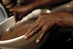 El ponche de cacao es una de las especialidades de Eddy. Los turistas cuando vienen al pueblo preguntan por el ponche de cacao. Bebida fuerte y dulce con un sabor muy delicioso.  Estado Aragua. Chuao. Venezuela. © Juan Naharro
