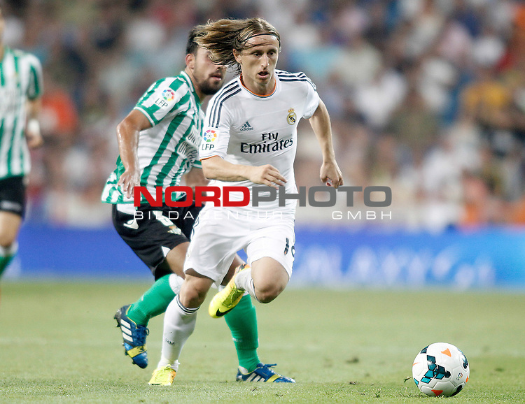 Real Madrid's Luka Modric (r) and Betis' Javier Matilla during La Liga match.August 18,2013. Foto © nph / Acero)