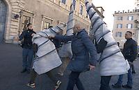 Roma, 3 Dicembre 2012.Piazza Farnese.Militanti No Tav costruisono un finto cantiere in gomma piuma davanti l'ambasciata di Francia,vestiti da operai con trivelle, tralicci, picconi e caschetti..Manifestano contro la costruzione dell'alta velocità in Val di Susa  in contemporanea con il vertice in Francia..Chiedono la liberazione degli attivisti arrestati. La polizia cerca di fermare i manifestanti