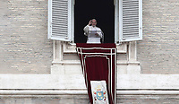 "Papa Francesco saluta i fedeli prima di recitare la preghiera del ""Regina Coeli"" dalla finestra del Palazzo Apostolico affacciata su piazza San Pietro, Città del Vaticano, 28 aprile 2019.<br /> Pope Francis waves as he arrives to lead the Regina Coeli prayer from the window of the apostolic palace overlooking St Peter's square at the Vatican, on April 28, 2019.<br /> UPDATE IMAGES PRESS/Isabella Bonotto<br /> <br /> STRICTLY ONLY FOR EDITORIAL USE"