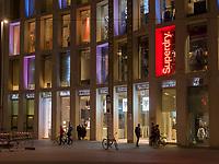 Gesch&auml;fte auf Herzog-Friedrich-Stra&szlig;e, Innsbruck, Tirol, &Ouml;sterreich, Europa<br /> Shops at Herzog-Friedrich St. ,  Innsbruck, Tyrol, Austria, Europe