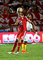 CALI -COLOMBIA, 4-09-2016. Diego Herner jugador del América de Cali disputa el balón  con Fernando Battiste  del Pereira durante encuentro  por la fecha 10 vuelta  del torneo  Aguila II 2016 disputado en el estadio Pascual Guerrero./ Diego Herner  player of America de Cali  celebrates fights the ball againstFernando Battiste   Pereira  during match for the date 10 of the Aguila tournament II 2016 played at Pascual Guerrero stadium in Cali. Photo:VizzorImage / Juan Carlos Quintero  / Cont