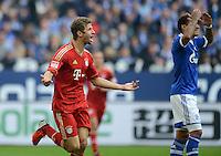 FUSSBALL   1. BUNDESLIGA  SAISON 2012/2013   4. Spieltag FC Schalke 04 - FC Bayern Muenchen      22.09.2012 Jubel nach dem Tor Thomas Mueller (li, FC Bayern Muenchen) und Jermaine Jones (FC Schalke 04)