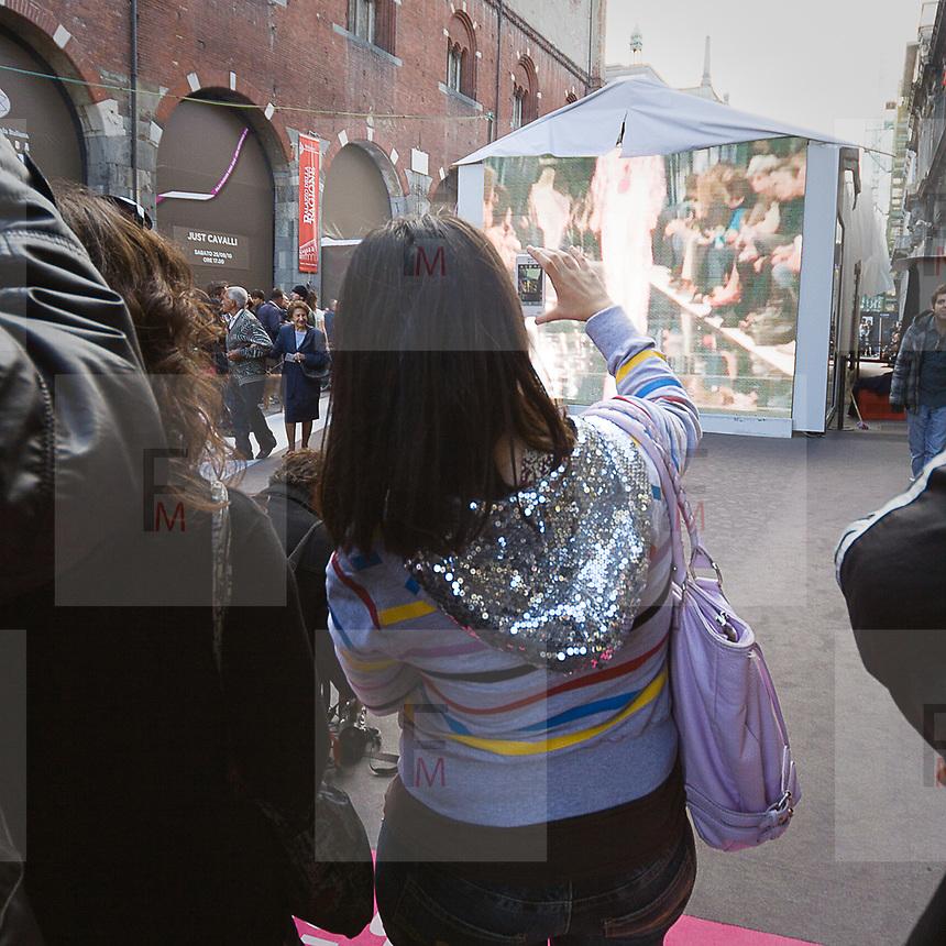 Via Mercanti durante la settimana della moda a Milano<br /> <br /> Via Mercanti during the Milan fashion Week